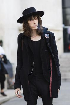 Male Model Justin Gossman After Rick Owens show during Paris Fashion Week Spring Summer Witch Fashion, Dark Fashion, Gothic Fashion, Mens Fashion, Street Fashion, Visual Kei, Grunge, Male Witch, Top Male Models