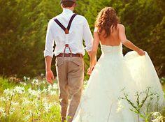 Bretels passen uitstekend bij een bruidegom in de buitenlucht!