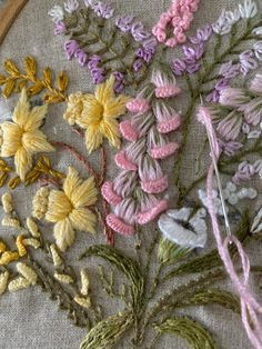 Flower Embroidery Designs, Simple Embroidery, Modern Embroidery, Embroidery Art, Embroidery Stitches, Embroidery Patterns, Cushion Embroidery, Embroidered Quilts, Stitch Book