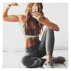 Muchas veces usamos la ropa para esconder las lonjitas y los kilos de mas, por ello para que puedas lucir increíble desnuda checa estos ejercicios