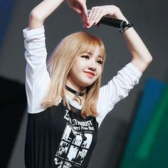 Find images and videos about kpop, blackpink and lisa on We Heart It - the app to get lost in what you love. Kim Jennie, Jenny Kim, Blackpink Lisa, Kpop Girl Groups, Korean Girl Groups, Kpop Girls, K Pop, Lisa Black Pink, Lisa Blackpink Wallpaper