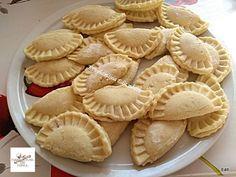 A bevált receptem, mindig így készül, nálunk hatalmas kedvenc! Hozzávalók: 50 dkg krumpli 15 dkg liszt 1 tk zsír 1 evőkanál búzadara 1 db tojás 1 mk só 15 dkg zsemlemorzsa 2 ek cukor 1 ek étolaj A töltelékhez: házi … Egy kattintás ide a folytatáshoz.... → Ravioli, Dumplings, Apple Pie, Noodles, Bakery, Sweets, Dishes, Food, Macaroni