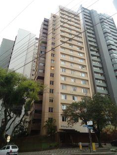 Ref.AP0133- Apartamento no bairro Batel em Curitiba. Com ótima localização, próximo a praça do Japão, sendo uma unidade por andar com 198 m² de área útil. Contém 3 dormitórios com armários, sendo uma suíte com banheiro em mármore etc.  Valor de Venda: R$ 1.100.000,00 agende sua visita e acesse http://www.otimoveis.com.br/imovel-detalhes.aspx?ref=ap0133