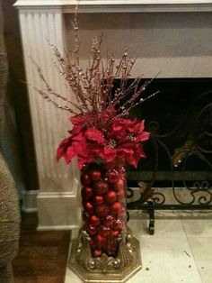 Take a look of few amazing Christmas centerpiece ideas for decoration which are time and money saving as well. Noel Christmas, Christmas Projects, Winter Christmas, Christmas Wreaths, Christmas Decorations, Holiday Tree, Holiday Tables, Diy Christmas Vases, Themed Christmas Trees
