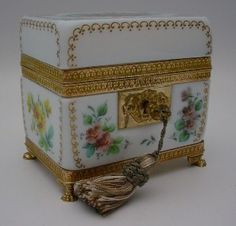 Antique French Bulle de Savon Opaline Casket Hinged Box.