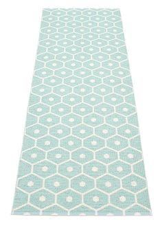 The easy-care Honey rug was designed by Lina Rickardsson for Pappelina. The extremely resilient Honey plastic carpet from Pappelina is suitable for in Home Depot Carpet, New Carpet, Cheap Carpet, Washable Rugs, Kitchen Mat, Warm Grey, Graphic Patterns, Persian Carpet, Vanilla