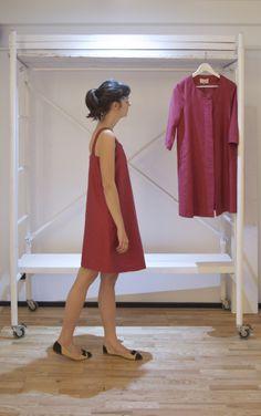 Vestido corto sin mangas de lino rosa. Pink short linen dress.