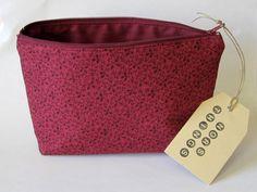 Rote Kosmetiktasche mit passendem Futter von Norsthings auf DaWanda.com