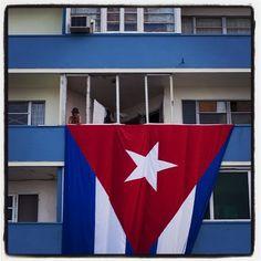 Todo listo para el gran día/Everything ready for the big day #cuba #havana #embassy by eliaponte