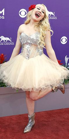 ACM Awards : People.com RaeLynn from the Voice she is cute and fun! love her attitude!