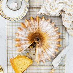 This Kentucky bourbon butter cake recipe makes an incredibly buttery and moist buttermilk bundt cake. The cake is drenched in a boozy, sugary, Kentucky bourbon whiskey glaze. Bourbon Cake, Bourbon Whiskey, Specialty Cakes, Hummingbird, Eat Cake, Kentucky, Glaze, Cake Recipes, Sweet Tooth