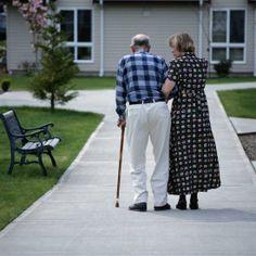 Huzur Evi Projesi  Vuslat Derneği olarak muhtaç yaşlıları korumak, bakmak, sosyal, psikolojik ve fiziksel gereksinimlerini karşılamak suretiyle, bakımevi ve huzurevi projelerimiz siz değerli hayır sever vatandaşlarımızın yardımlarıyla yapılması planlanmaktadır.  http://vuslat.org.tr/proje.asp?kid=532