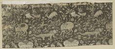 Anonymous | Fragment van bruin lampas met het liefdesverhaal Layla en Majnun, Anonymous, c. 1550 - c. 1620 | Fragment lampas met een patroon van lopende gazellen, een zittende naakte man met liggende gazel, springende herten, door een leeuw besprongen herten, tenten en zittende honden tussen florale motieven.