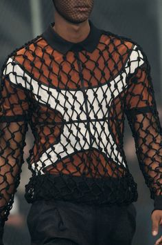 View all the detailed photos of the Givenchy men's autumn (fall) / winter 2014 showing at Paris fashion week. Hip Hop Fashion, Fashion Moda, Fast Fashion, Love Fashion, Mens Fashion, Fashion Design, Mens Crop Top, Givenchy Man, Festival Outfits