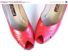 CIJ Sale vtg 70s red leather PEEP TOE chevron Heels boho 6.5/7 sandals shoes womens