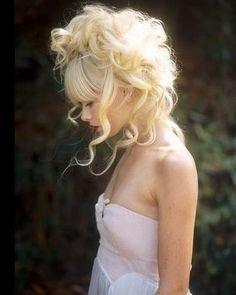 Blonde messy updo x