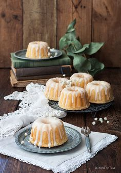 Little bundt cakes Bunt Cakes, Tea Cakes, Sweet Recipes, Cake Recipes, Dessert Recipes, Delicious Desserts, Yummy Food, Cake Decorating Designs, Cake Packaging