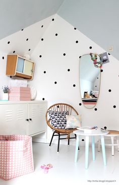 Use of black polka dots wall stickers to brighten up the nursery!  Get them here: https://jjuniqbaby.com.au