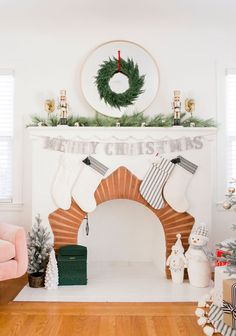 Looking for Christmas decorating ideas? Use traditional greenery paired with pops of gold and red for a festive Christmas theme! Christmas Colour Schemes, Christmas Colors, Christmas Themes, Christmas Decorations, Holiday Decor, Pink Punch Recipes, Cotton Candy Cocktail, Donut Decorations, Love Holidays