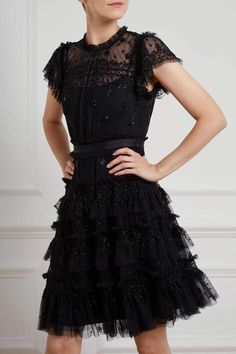 Straightforward Methods In Getting Nice Black Dress Jewelry And Accessories In The Uk - Fashion You Unique Dresses, Pretty Dresses, Beautiful Dresses, Making A Wedding Dress, Black Dress Outfits, Looks Chic, White Fashion, Ideias Fashion, Casual