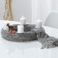 DIY Advent wreath ideas simple design knitted scarf white candles ribbon
