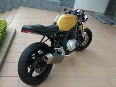 modified gs500 - Pesquisa Google Suzuki Cafe Racer, Gs500 Cafe Racer, Cafe Racer Build, Street Fighter Motorcycle, Scrambler Motorcycle, Cafe Bike, Cafe Racer Bikes, Honda Cb, Custom Motorcycles