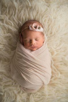 newborn photos | family photos | motherhood | baby girl nursery | spring style | postpartum | baby girl