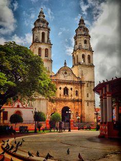 #Catedral de #Campeche, un poblado que vale la pena recorrerlo, lleno de increíbles y coloridos edificios coloniales.