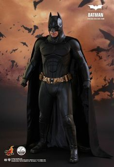 Alter Ego Comics and Hot Toys are pleased to officially introduce the quarter scale Batman from Batman Begins! Pre-Order today at Alter Ego Comics! Batman Arkham Night, Batman 1, Batman Poster, Batman Arkham Origins, Batman Comic Art, Spiderman 2002, Batman Robin, Batman Begins, Dc Comics