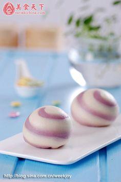 Dough: purple potato, flour, yeast. Fillings:  purple potato or sweetened bean paste. (Occasion: teatime/refreshment)
