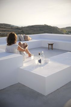 The house has a huge terrace on the rooftop to contemplate the view over the sea, the valley, the mountains, the island of Antiparos, and of course the stars at night!