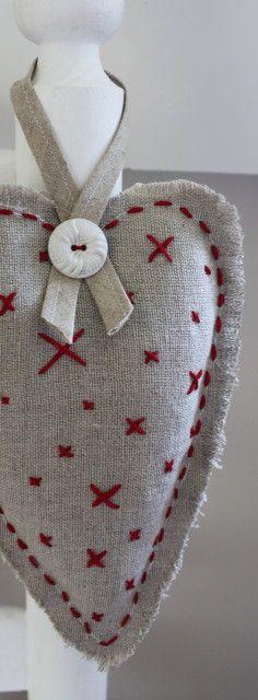 embroidery lavender bag- Coração recheado com lavanda para lavabo.