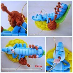 Lagarta Azul da Alice Alice In Wonderland Crafts, Alice In Wonderland Tea Party Birthday, Polymer Clay Disney, Polymer Clay Crafts, Fun Crafts, Diy And Crafts, Fondant Animals, Mad Hatter Tea, Ideas Para Fiestas