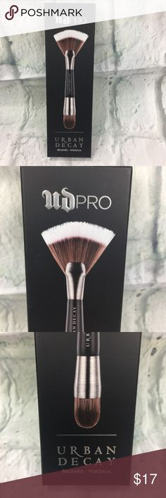 UD PRO Smoky Smudger Brush by Urban Decay #3