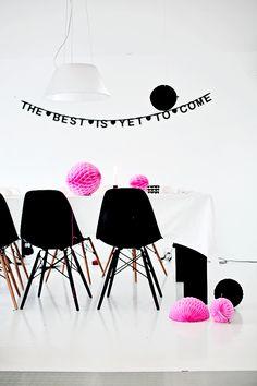 Noir, blanc et rose pour son anniversaire http://www.m-habitat.fr/tendances-et-couleurs/deco-de-fete/decorer-sa-maison-pour-une-fete-d-anniversaire-3245_A #anniversaire #noir #blanc #rose