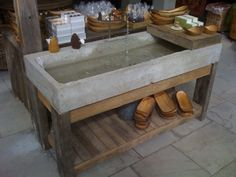 Rustic sink, perhaps tadelakt cob instead of concrete. Concrete Bathtub, Concrete Kitchen, Concrete Wood, Concrete Countertops, Kitchen Countertops, Concrete Garden, Polished Concrete, Rustic Kitchen Sinks, Kitchen Wood