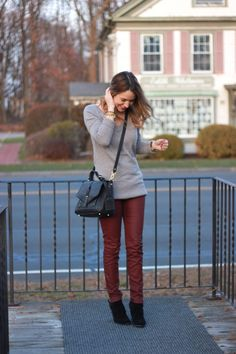 Oh So Glam: Oxblood Pants Fall Winter Outfits, Autumn Winter Fashion, Fall Fashion, Oxblood Pants, Sweater Outfits, Cute Outfits, Winter Looks, Winter Style, Minimalist Fashion
