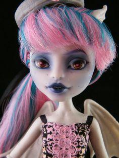 Monster High repaint doll Amber Eyes Rochelle
