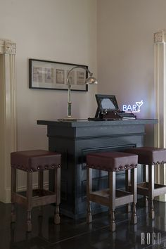 Interior Decorating Plans for your Home Bar Home Bar Decor, Diy Home Decor On A Budget, Interior Design Tips, Interior Decorating, Decorating Ideas, Small Bar Table, Living Room Bar, Dining Room, Wall Bar