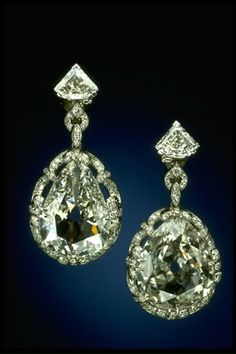 And there were also Marie Antoinette's diamond earrings, weighing 14.25 and 20.34 carats respectively and were originally bought for the You... @ReinaIndy