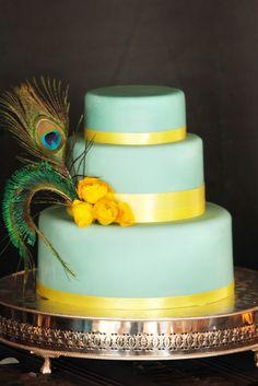 #Peacock #feather #wedding #cake