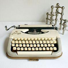 Princess 100 Schreibmaschine  Voll funktionsfähig von HandmaidsFromStPauli auf Etsy