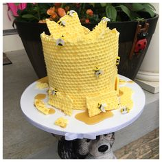 Its Bee Wednesday! Another White Chocolate honey comb bee cake! Honeycomb Cake, Bee Cakes, Fondant Cake Toppers, Cake Decorating Tutorials, Sugar Art, Custom Cakes, Cake Art, White Chocolate, Wednesday
