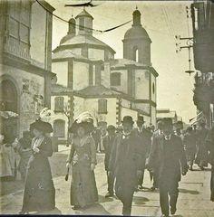 Salida de misa de San Julián probablemente un domingo de feria en Ferrol a…