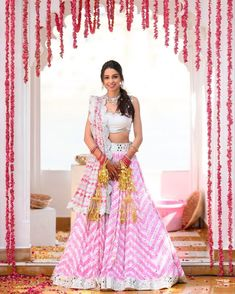 If you wanna go all minimal for your mehendi function then this baby pink leheriya lehenga paired with minimal jewellery and makeup would be ideal for your intimate look! Ps: Aren't the floral hangings just perfect! (C) Abhinav Mishra #wittyvows #indianwedding #indianbride #bridetobe #mehendifunction #mehendioutfit #pinklehenga #intimatemehendi #indianweddinginspiration #weddingideas #mehendi #henna #lehengadesigns #bridaloutfit