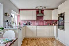 Contemporary kitchen rosy pink white cabinets - Home Decorating Trends - Homedit Layout Design, Küchen Design, Design Ideas, Küchen In U Form, Classic White Kitchen, Contemporary Kitchen Cabinets, High End Kitchens, Kitchen Views, Beautiful Kitchens