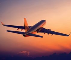 Airplane Images with Beautiful Picture of Flight in Sunset Jets, Jet Privé, Airplane Wallpaper, Parque Natural, Airplane Photography, Best Flights, Cheapest Flights, Fear Of Flying, Flight And Hotel