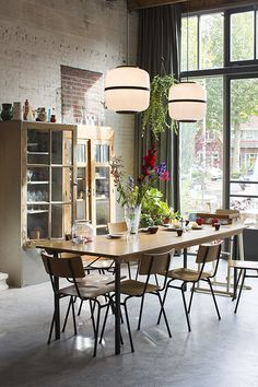 Dining room lighting: Industrial dining room ideas for your dining room decor Dining Room Design, Dining Room Furniture, Dining Area, Dining Rooms, Dining Table, Wood Table, Dining Room Inspiration, Home Decor Inspiration, Decor Ideas
