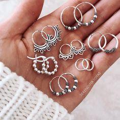 Pretty Ear Piercings, Ear Piercings Chart, Hand Jewelry, Cute Jewelry, Nail Accessories, Fashion Accessories, Jewelry Kpop, Accesorios Casual, Chain Earrings