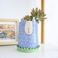 maceta oso grande con plato Ceramic Flower Pots, Ceramic Planters, Flower Vases, Ceramic Clay, Ceramic Vase, Ceramic Pottery, Cerámica Ideas, Vase Ideas, Painted Glass Bottles